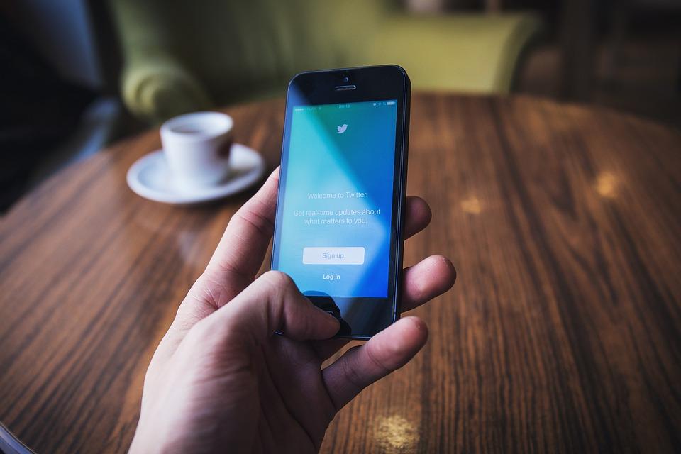 Cosa scrivere su Twitter per farsi seguire